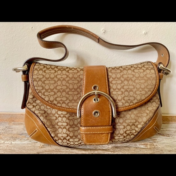Coach Handbags - Coach brown jacquard hobo leather bag J04W-6818